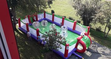 Bubble Ball Soccer Arena im Schulgarten